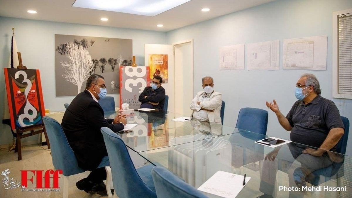 کیانوش جهانپور از ستاد برگزاری جشنواره جهانی فیلم فجر دیدن کرد