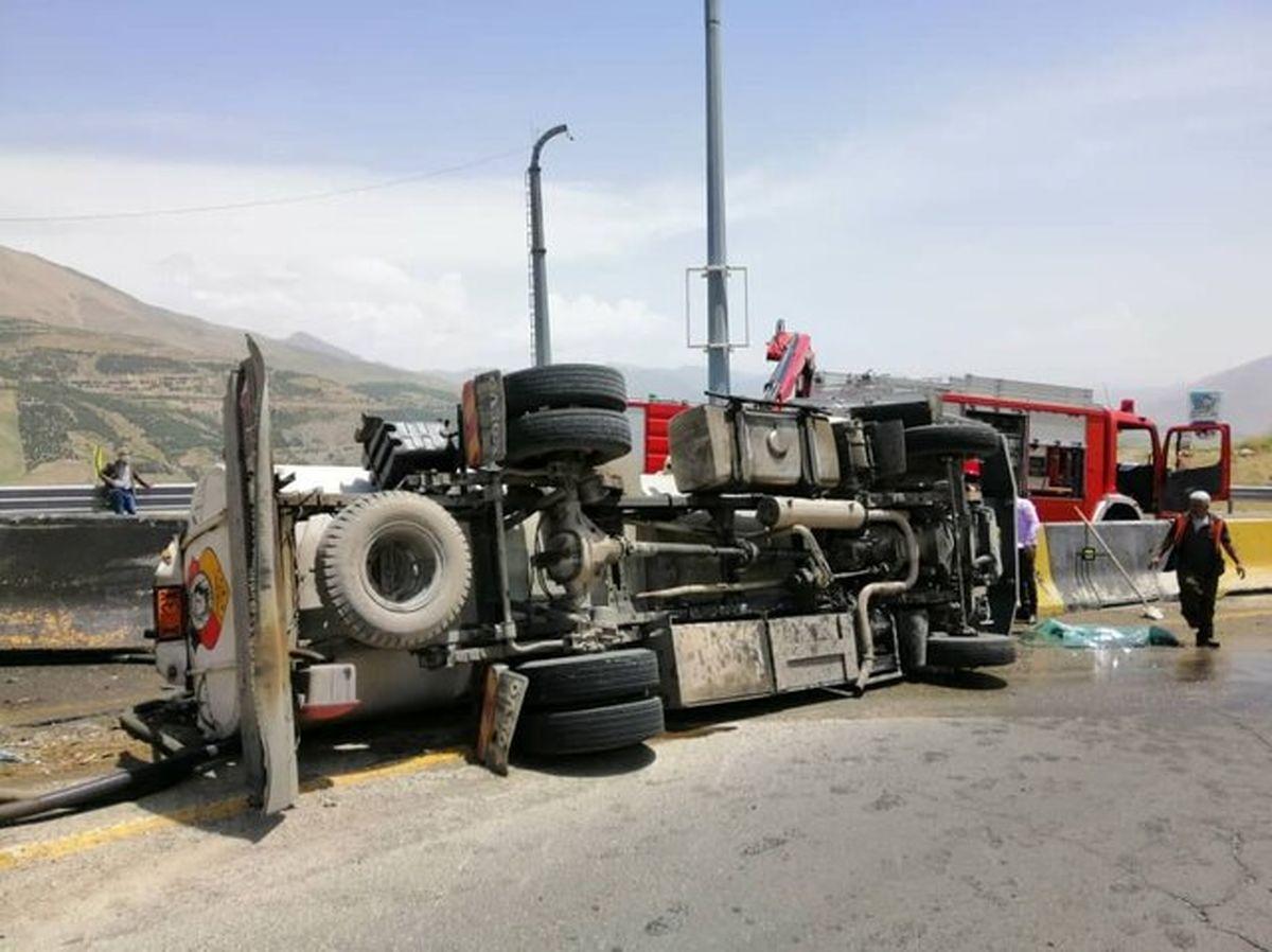 واژگون شدن یک تانکر حمل سوخت در جاده لشگرک