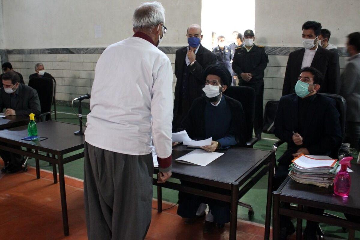 بازگشت 52 نفر از زندانیان کامیارانی به کانون خانواده
