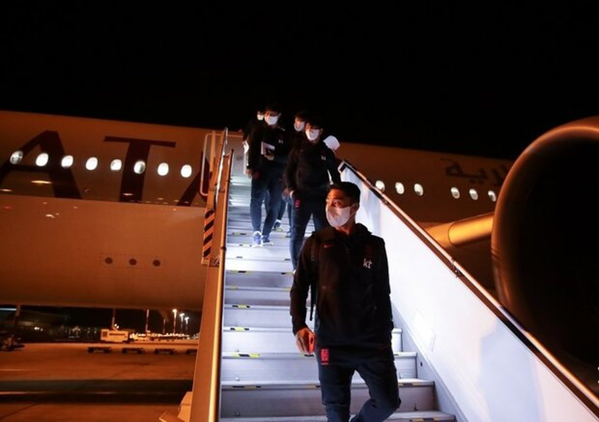 کُری خوانی بازیکنان تیم ملی کره جنوبی بعد از ورود به ایران