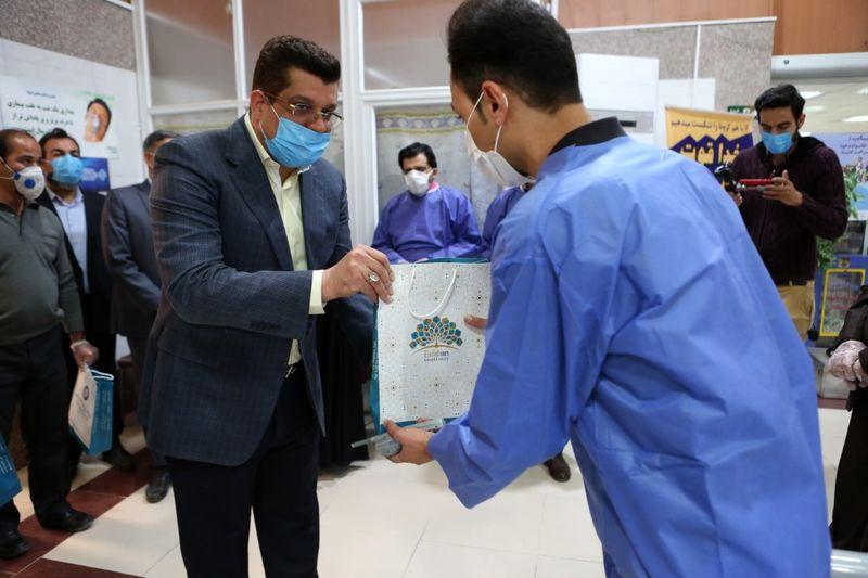 توزیع بیش از 1000 بسته تشویقی در بیمارستان های درگیر کرونا در اصفهان
