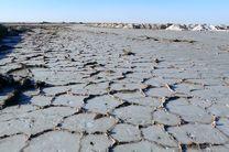 حاشیه جنوب دریاچه نمک آران و بیدگل باتلاقی است