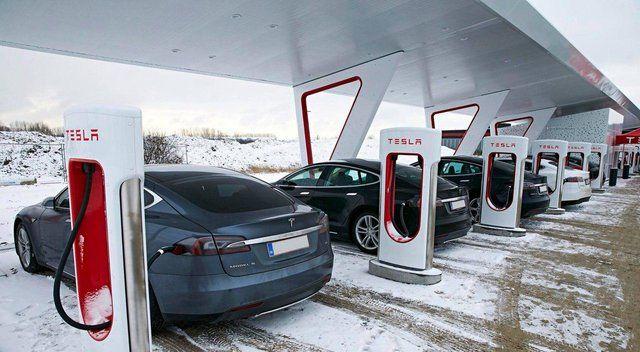 """ایستگاههای شارژ خودروهای """"تسلا"""" خورشیدی میشوند"""