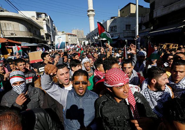 فلسطینی ها علیه تصمیم ترامپ درباره قدس تظاهرات کردند