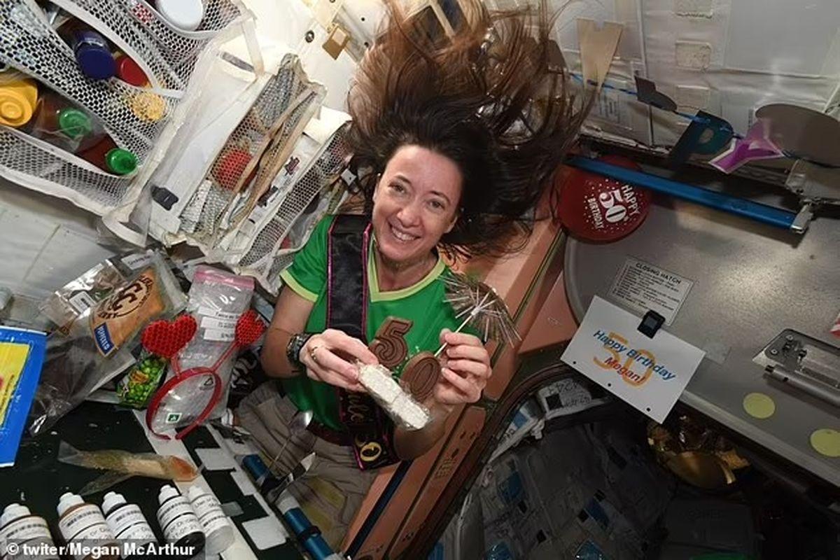 برگزاری جشن تولد ۵۰ سالگی در فضا