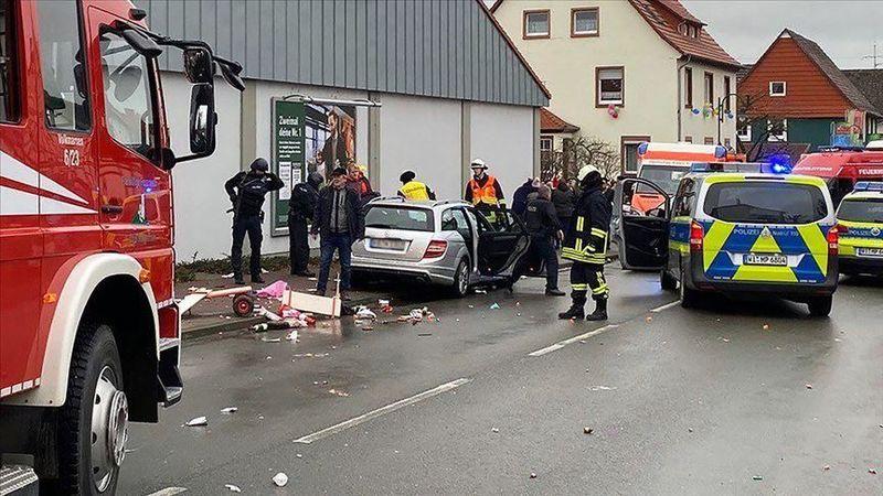 حمله یک خودرو به یک کارناوال در آلمان، 52 مجروح برجا گذاشت