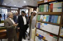 حضور استاندار قم در برنامه کتابگردی و بازدید از فروشگاه های کتاب در سطح شهر