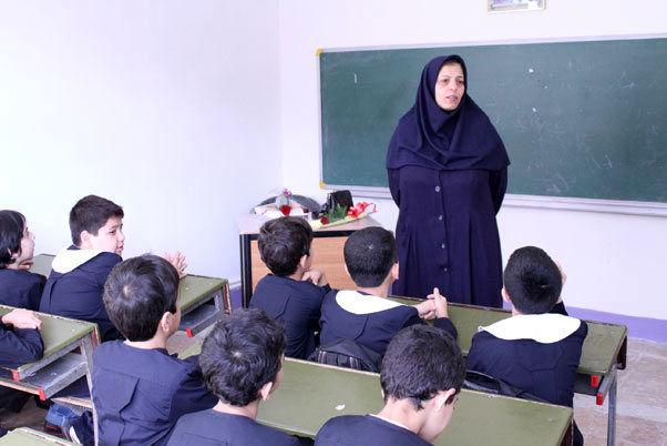 ۲۰ معلم برگزیده لرستان تجلیل میشوند