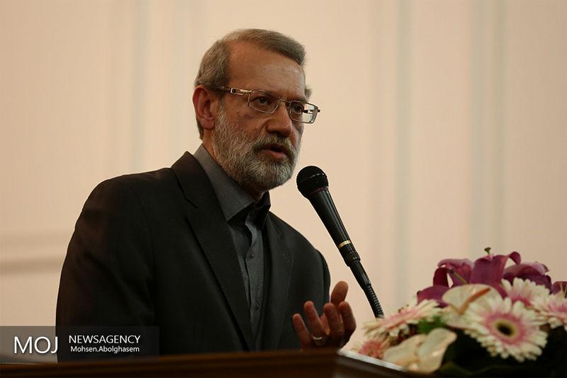 رونمایی رئیس مجلس از تندیس شهید مطهری