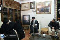 حضور مقام معظم رهبری در منزل سپهبد شهید قاسم سلیمانی