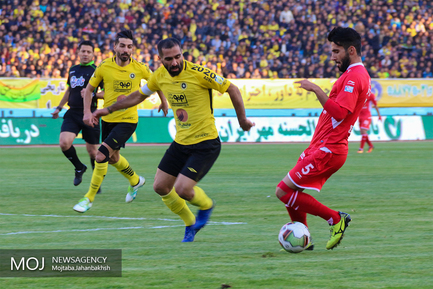 دیدار تیم های فوتبال سپاهان اصفهان و پرسپولیس