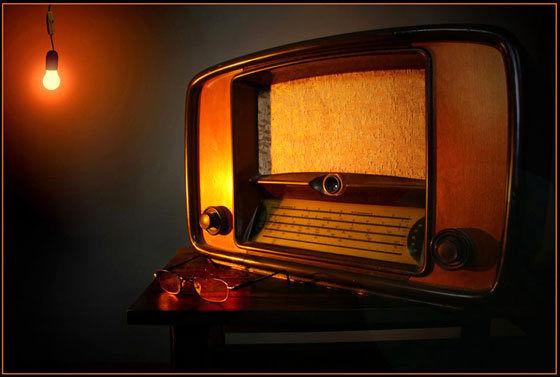 نمایش در امتداد مسیر از رادیو نمایش پخش می شود