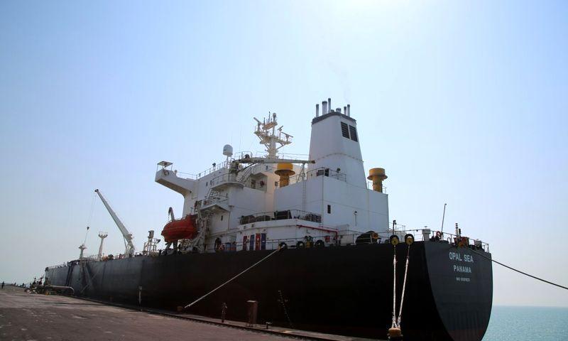 کشتی غول پیکر نفتی در منطقه ویژه اقتصادی خلیج فارس پهلو گرفت
