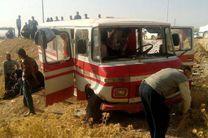 مصدومیت 12 مسافر در واژگونی مینیبوس اصفهان-میمه