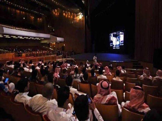 اولین سینما در عربستان 13 روز دیگر افتتاح می شود