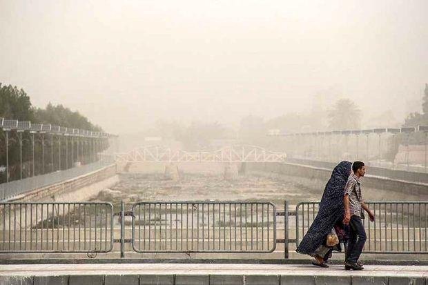 مردم از رفت آمدهای غیر ضروری در هوای آلوده خودداری کنند