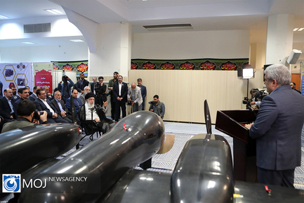 بازدید مقام معظم رهبری از نمایشگاه شرکت های دانشبنیان