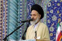 در مکتب سیاسی امام خمینی (ره) نقش هدایت الهی و نقش نمایندگان مردم برجسته شد