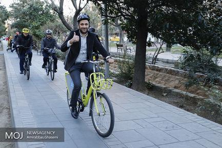 دوچرخه سواری شهردار تهران در سه شنبه های بدون خودرو