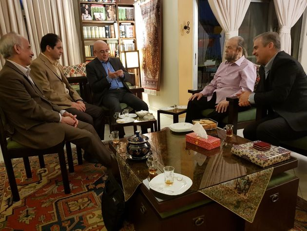 حضور نماینده جهانگیری در منزل محمدعلی کشاورز
