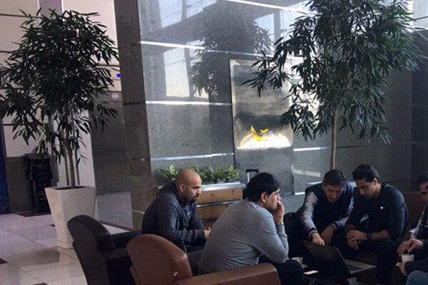 برگزاری جلسه فرهاد مجیدی و دستیارانش در فرودگاه