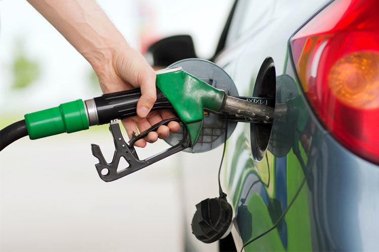 موضوع سهمیه بندی بنزین فعلاً متوقف است