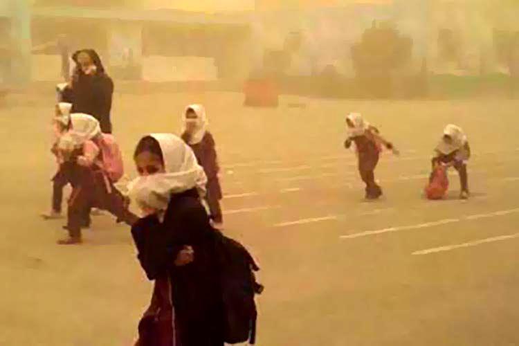گرد و خاک مدارس گتوند را تعطیل کرد