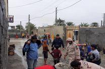 امداد رسانی مرزبانان شهرستان میناب به روستای سیل زده کرگان