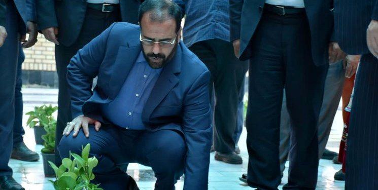 ادای احترام حسینعلی امیری به مقام شامخ شهدای اسفراین