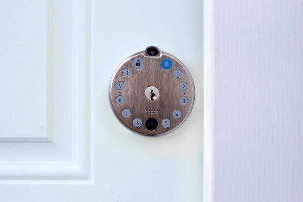 قفل هوشمندی که از دور صاحبخانه را با خبر می کند