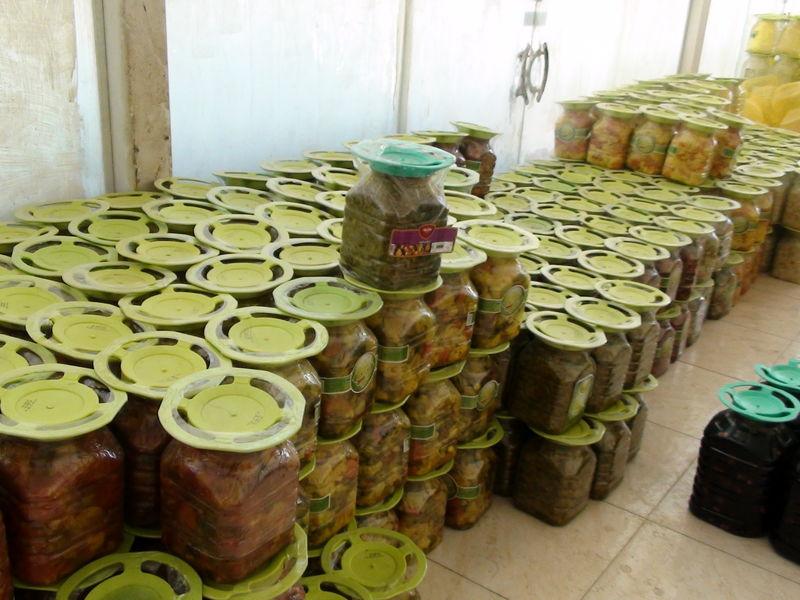پلمب یک واحد تولید ترشی غیر بهداشتی در برخوار