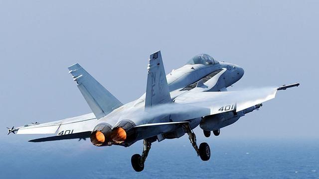 سقوط یک فروند جنگنده اف ای ۱۸ در دریای فیلیپین