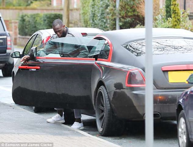 روملو لوکامو  با خودروی رولز رویز گرانقیمتش سوژه رسانههای بریتانیایی شد