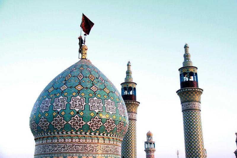 پرچم گنبد حضرت محمد هلال بن علی(ع) در آران و بیدگل تعویض شد