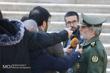 حاشیه جلسه هیات دولت - ۳ بهمن ۱۳۹۷/امیر حاتمی وزیر دفاع