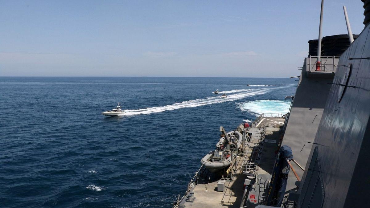 هیچ تعقیب و گریزی در خلیج فارس پیش نیامده است