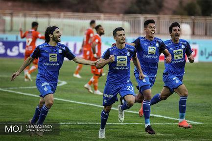 دیدار تیم های فوتبال سایپا و استقلال تهران