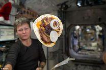 با نان خردنشدنی، فضانوردان میتوانند ساندویچ بخورند