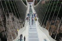 افتتاح بزرگترین پل شیشه ای دنیا در چین