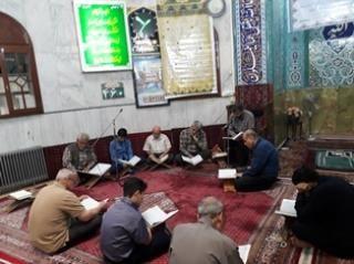 محفل جزء خوانی قرآن کریم در مسجد کمیل
