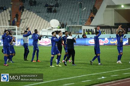 دیدار تیم های فوتبال استقلال و صنعت نفت