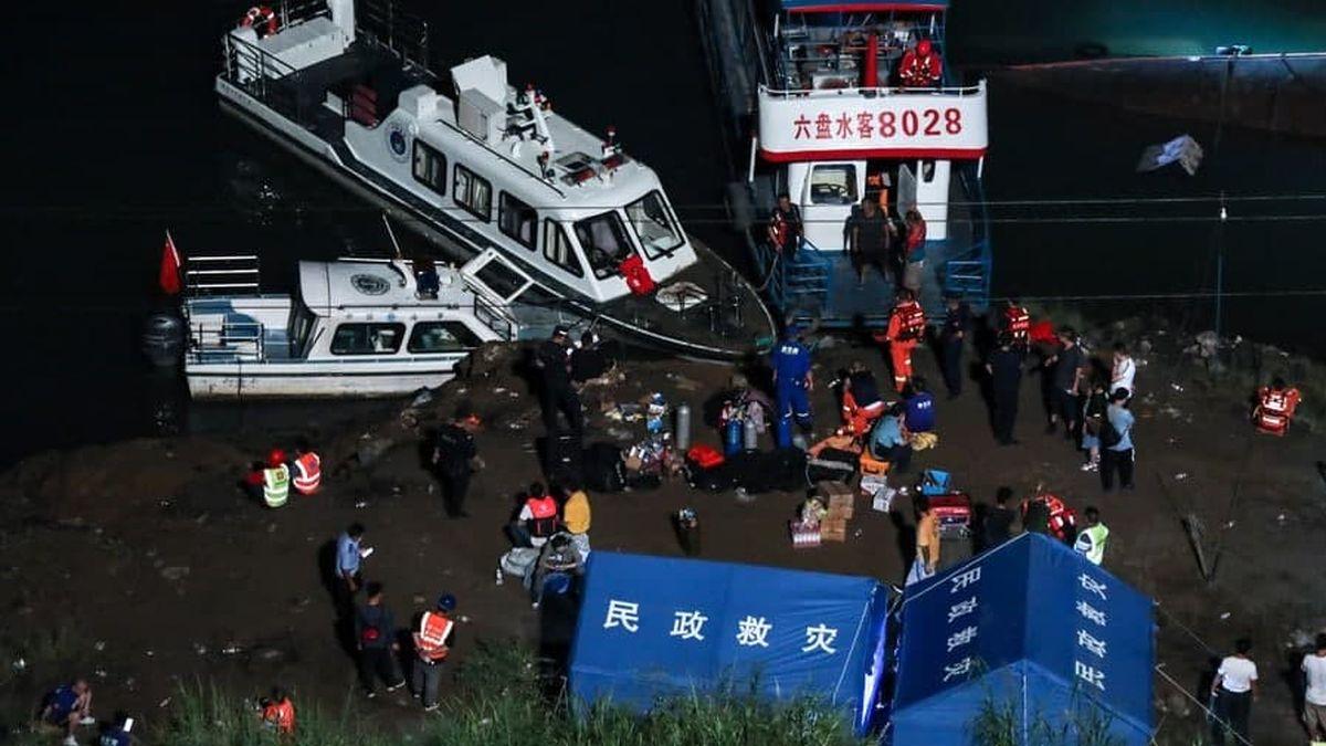 واژگونی مرگبار کشتی مسافربری در چین +تصاویر