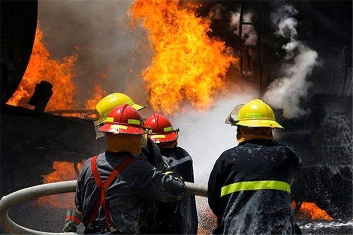 مهار آتش سوزی دریک شرکت تولیدی شهرک صنعتی کاشان