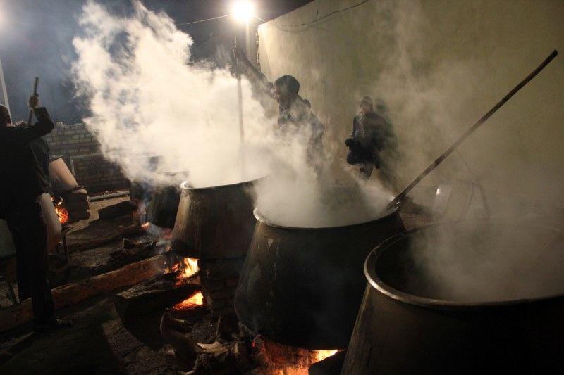 20 تن آش نذری در نایین طبخ و توزیع شد