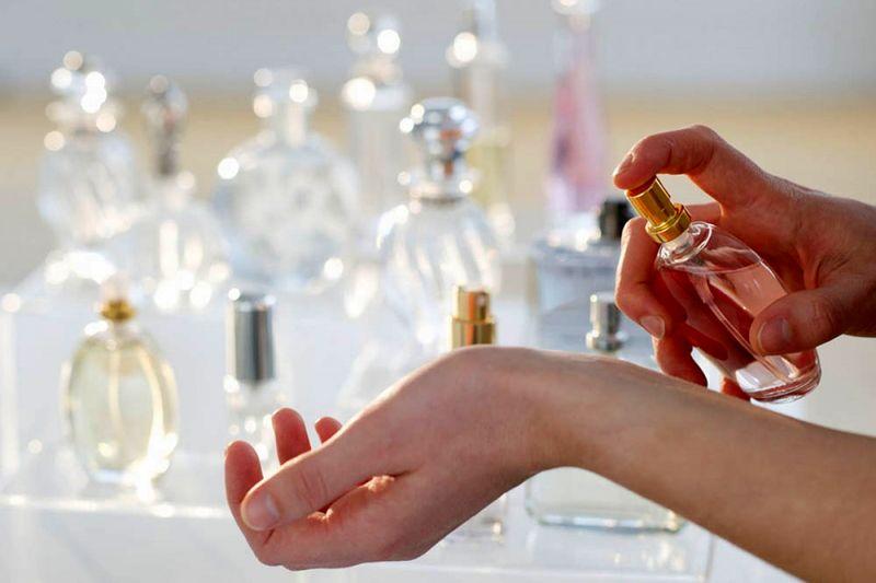 59e15545e بهترین روش برای خرید عطر زنانه/ عطرهای راز آلود زنانه در جهان را بشناسید!