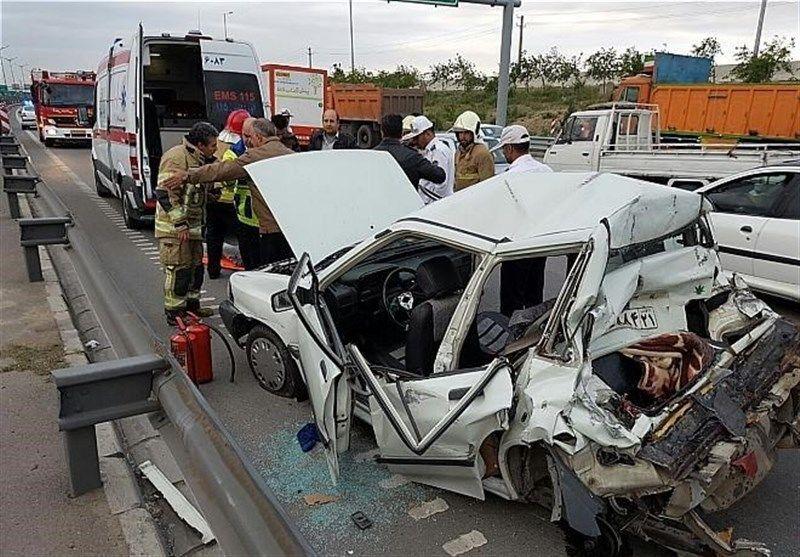 12 نفر از سرنشینان 2 خودروی پراید و یک دستگاه تیبا مصدوم شدند
