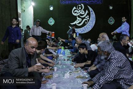 افطار+ساده+در+مسجد+منشور+در+خیابان+امام+خمینی+(ره)