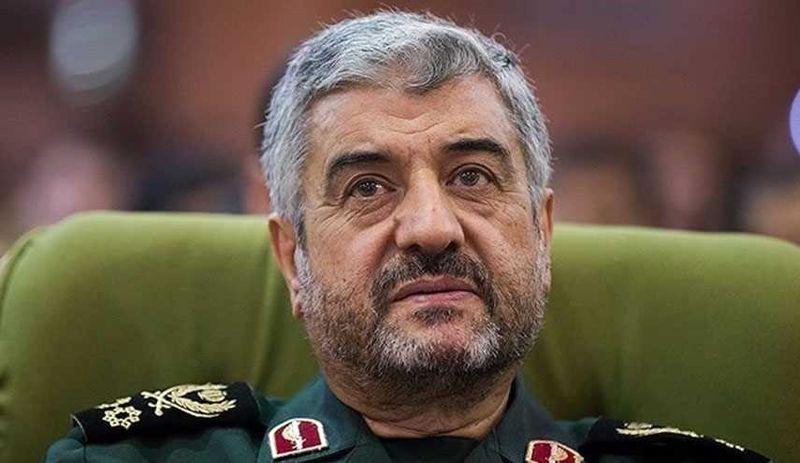 فرمانده سپاه پاسداران در راهپیمایی 22 بهمن حضور یافت/ توانمندی دفاعی سپاه هر روز افزایش می یابد