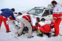 امداد رسانی به 49 خودروی گرفتار  در برف در جاده ییلاقی ماسال