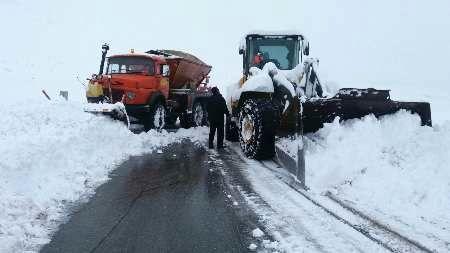 تلاش راهداران برای برف روبی در محورهای کوهستانی اردبیل